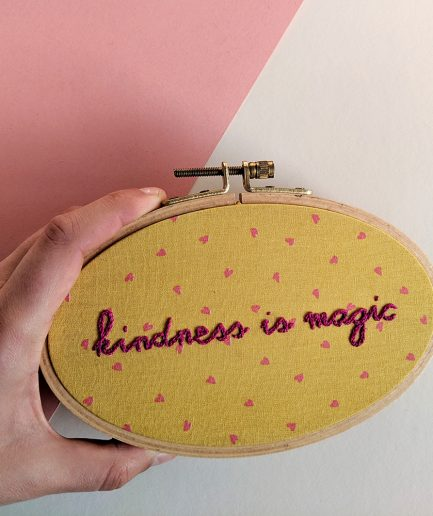 Kindness is magic borduurwerk