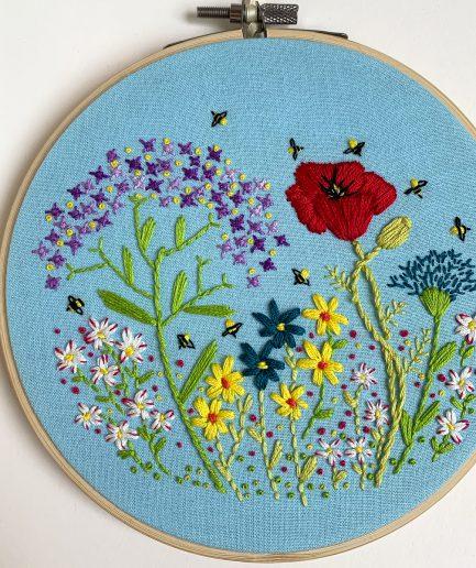 bijen en bloemen borduurwerk