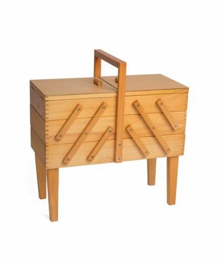 houten naaibox op poten